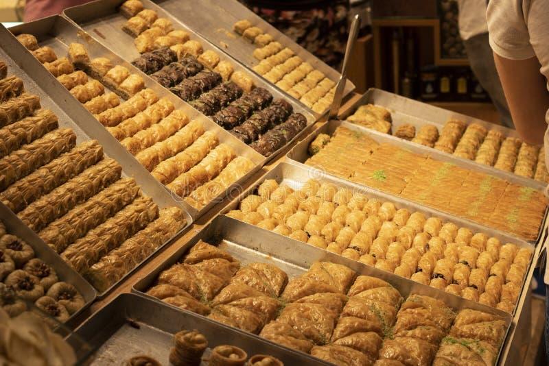 Variétés de baklava locale Pris le compteur dans le magasin image stock