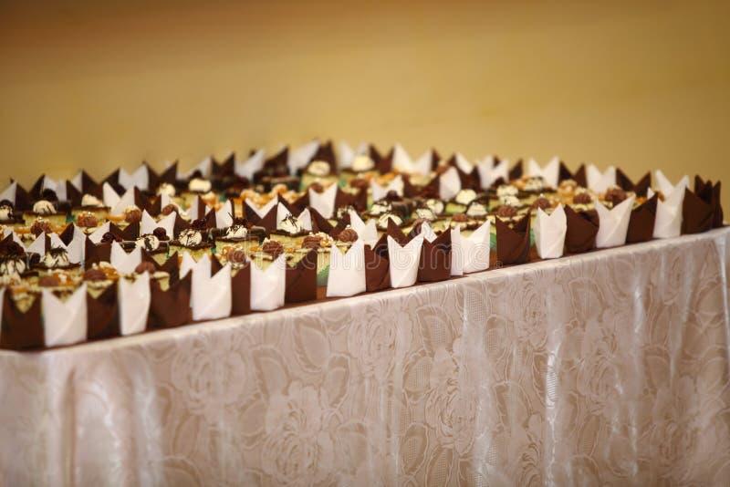 Variétés de bonbons de approvisionnement à desserts de gâteaux image stock