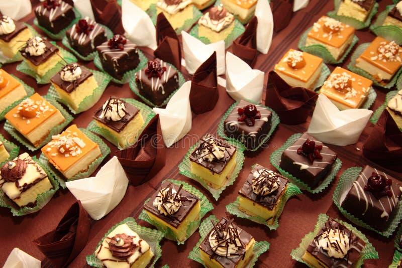 Variétés de bonbons de approvisionnement à desserts de gâteaux photos libres de droits