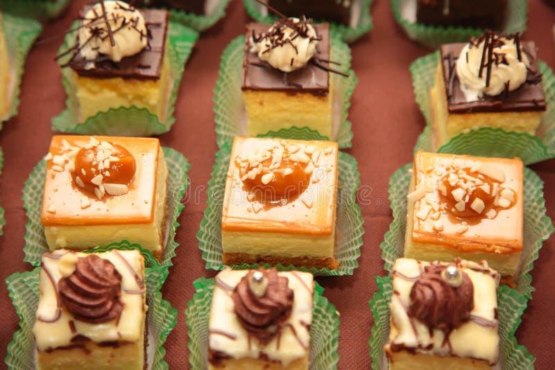 Variétés de bonbons de approvisionnement à desserts de gâteaux images stock