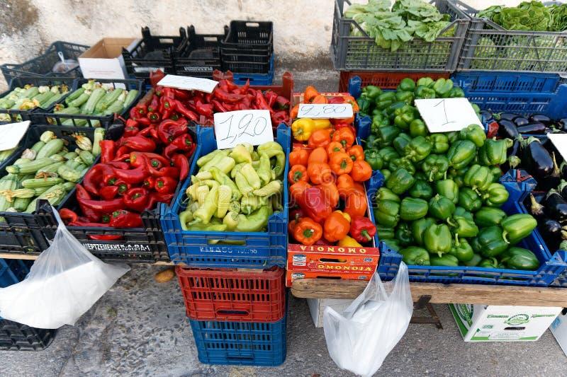Variétés de poivron, marché grec d'agriculteurs images libres de droits