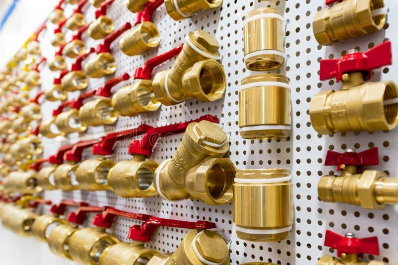 Vari connettori del tubo dell'impianto idraulico, angoli, montaggi, capezzoli immagini stock libere da diritti