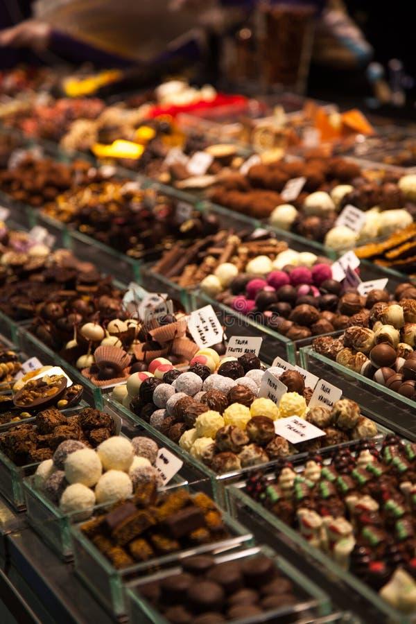 Vari dadi, mandorle, dolci e frutti secchi a immagine stock