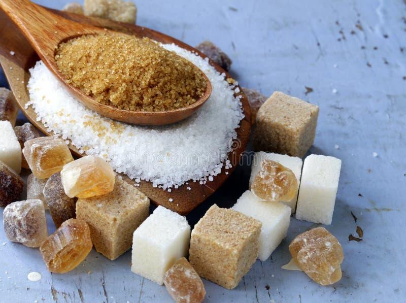 Vari generi di zucchero, marrone, bianco e raffinato fotografia stock libera da diritti