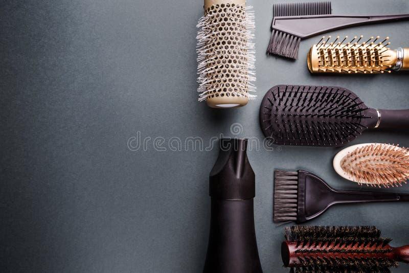 Vari strumenti dell'apprettatrice dei capelli fotografia stock libera da diritti