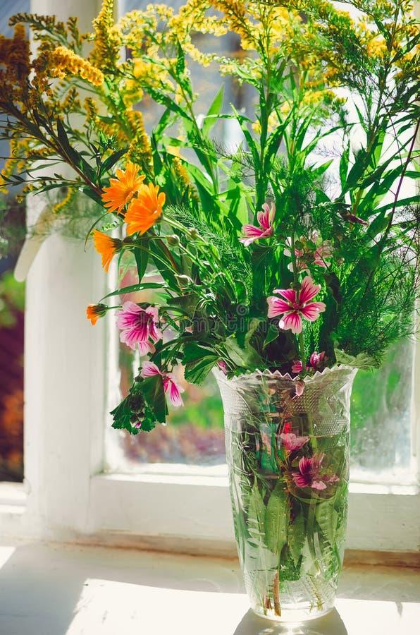 Vari wildflowers, un bello mazzo fotografia stock