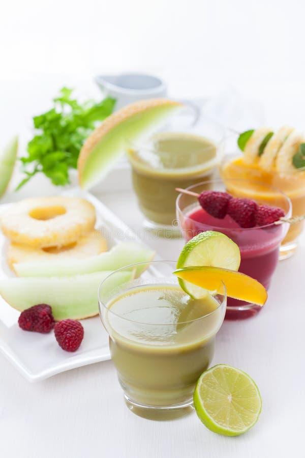 Variação de batidos das frutas e legumes fotos de stock royalty free
