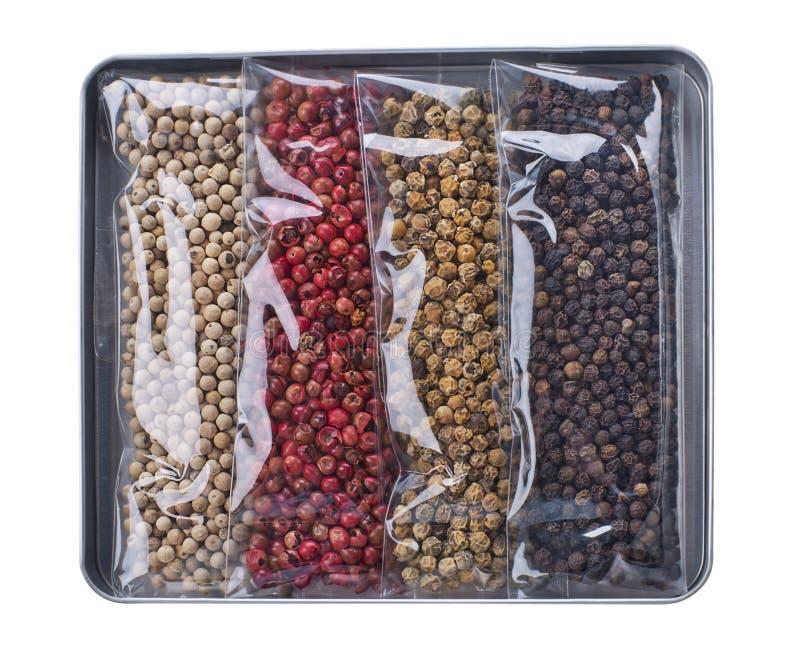 Variações do grão de pimenta no fundo branco fotografia de stock royalty free