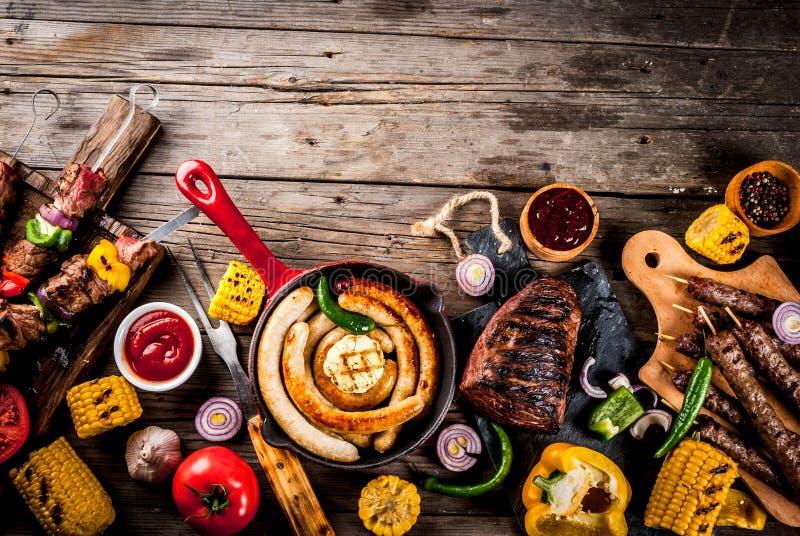 Varia carne della griglia dell'alimento del barbecue dell'assortimento, fest del partito del bbq - SH fotografia stock
