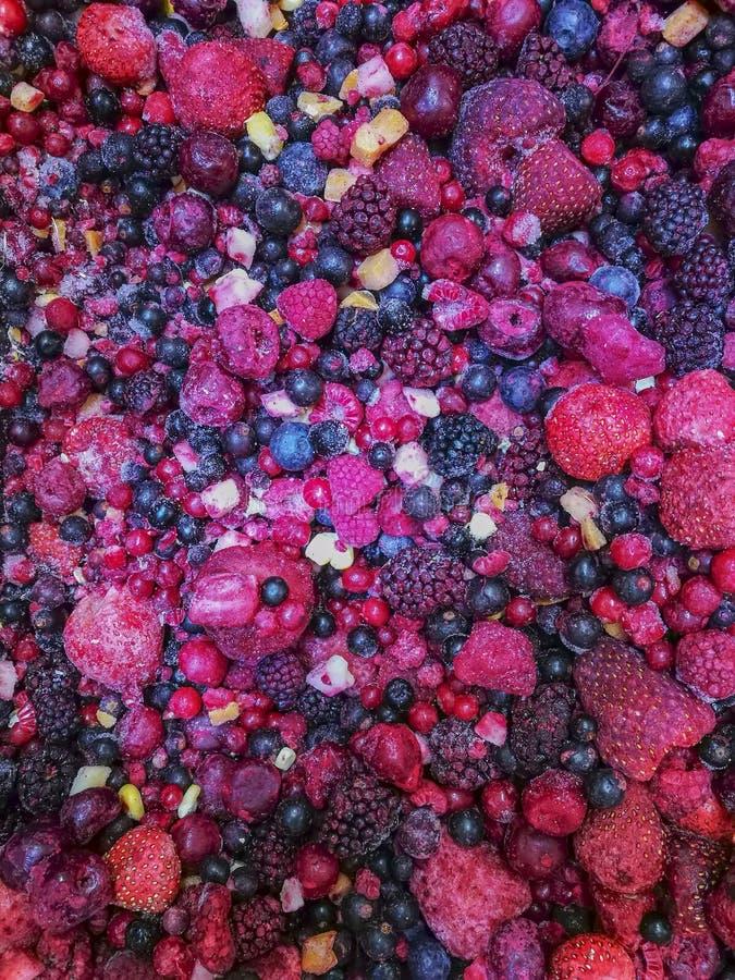 Varia miscela congelata deliziosa di frutti di bacche immagini stock libere da diritti