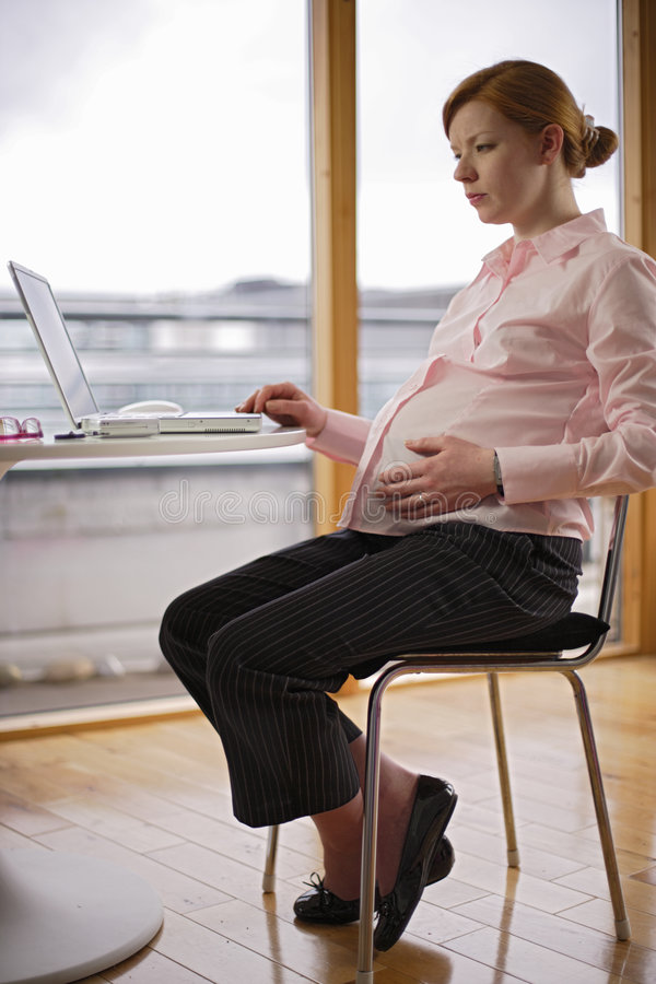 Variaciones embarazadas y de trabajos fotografía de archivo