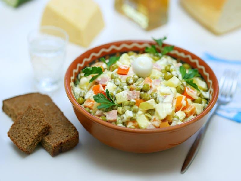 Variante casalinga di insalata russa fotografie stock