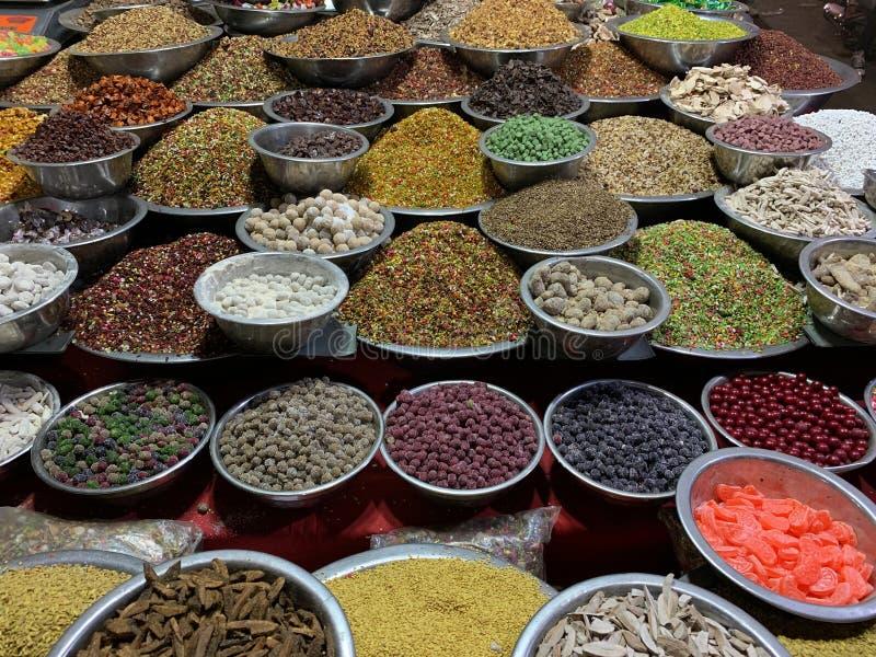Variation av indiska färgrika kryddor arkivfoto