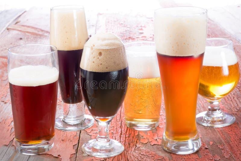 Variation av olika öl arkivbild