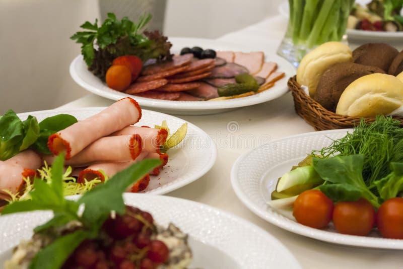 Variation av ryska kött- och grönsakmellanmål royaltyfri bild