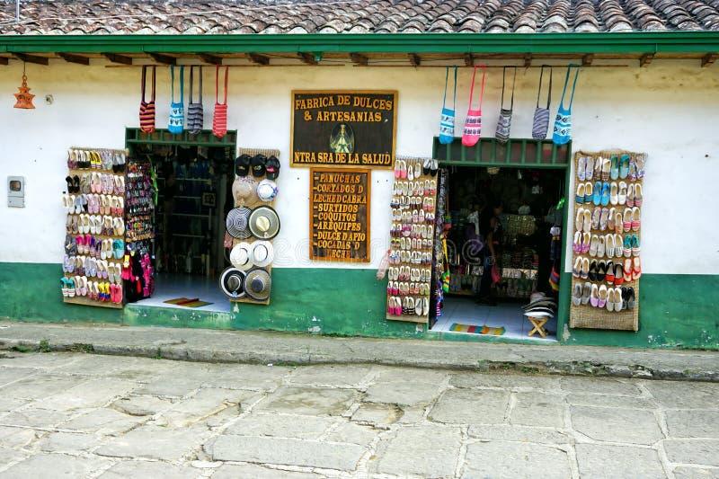 Variation av souvenir i ett traditionellt shoppar i Paramo, Colombia royaltyfri fotografi