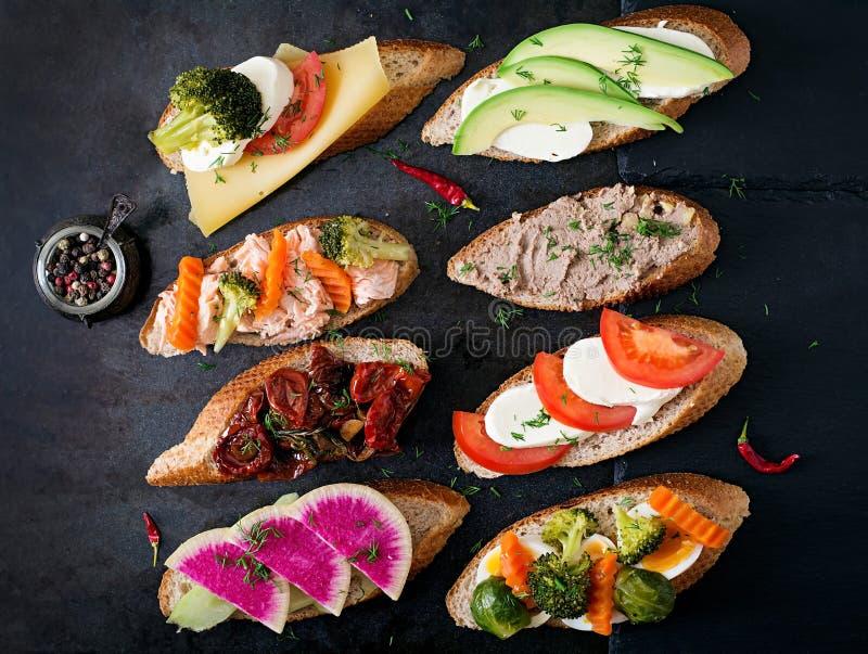 Variation av sunda smörgåsar royaltyfria bilder
