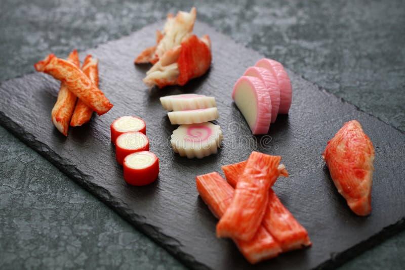 Variation av surimiprodukter, efterföljdkrabba klibbar royaltyfri foto