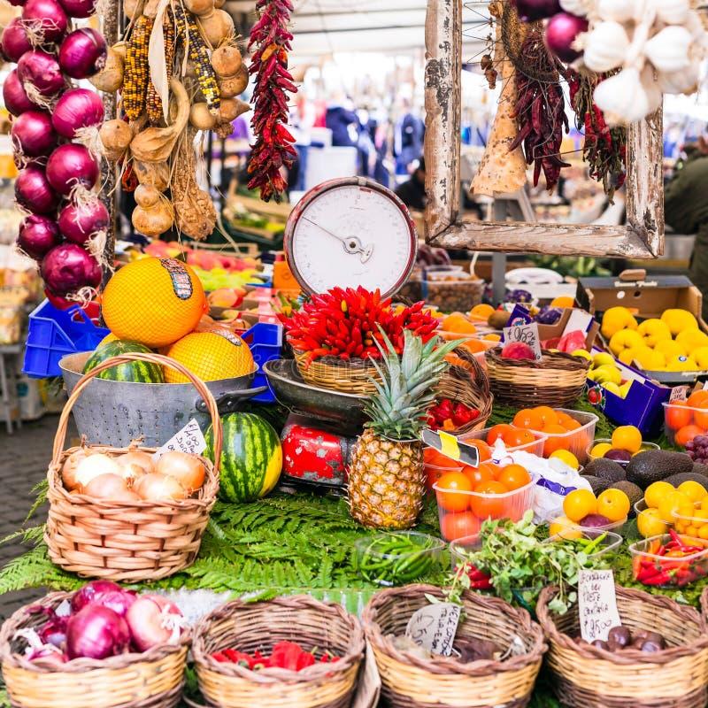 Varie frutta e verdure nel mercato di frutta locale in Capo di F fotografia stock libera da diritti