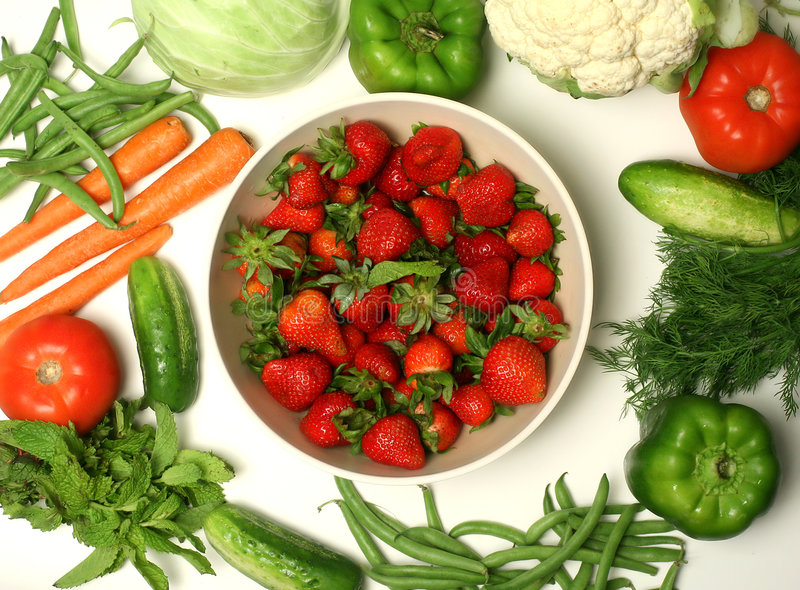 varie verdure e fragola immagini stock libere da diritti