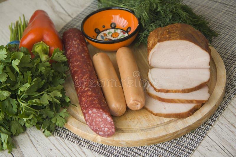 Variedad de carne ahumada hecha en casa fotografía de archivo libre de regalías