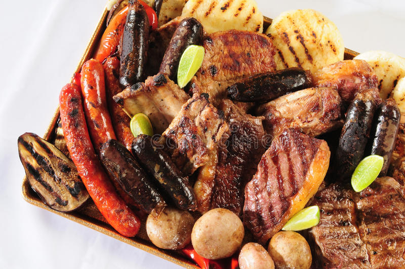 Variedad de carnes asadas a la parilla. fotografía de archivo libre de regalías