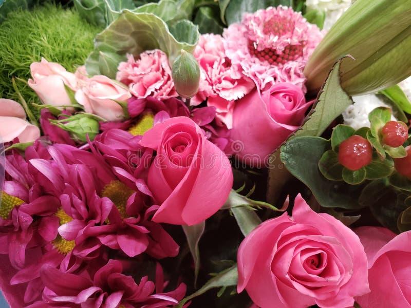 variedad de flor en un ramo floral para el regalo del amor, del fondo y de la textura imagen de archivo