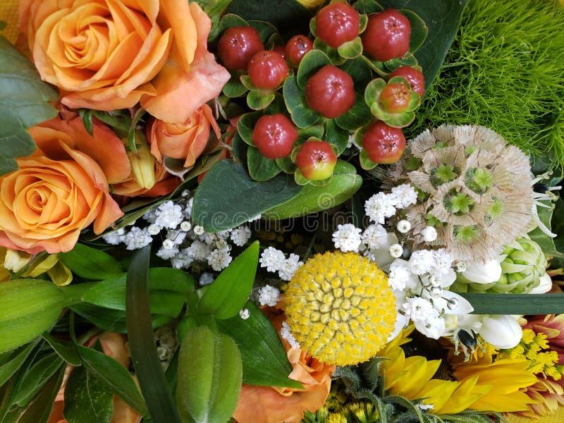 variedad de flor en un ramo floral para el regalo del amor, del fondo y de la textura fotos de archivo