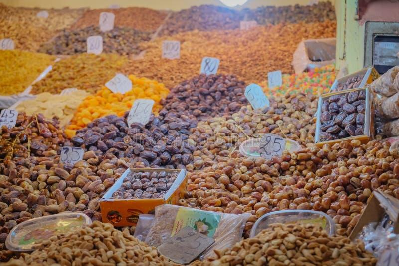Variedad de frutos secos en venta en Marrakesh, Marruecos imagen de archivo libre de regalías