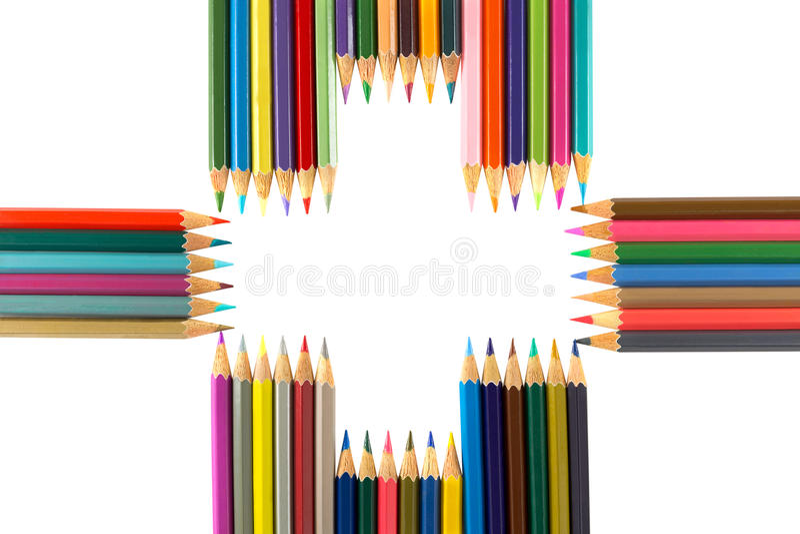 Variedad de lápices coloreados dispuestos como signo más, aislado encendido imagen de archivo libre de regalías