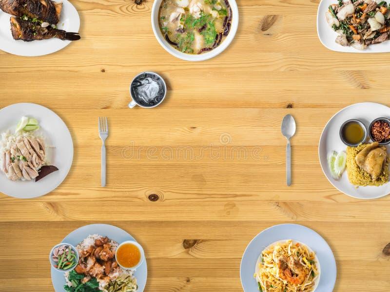 Variedad de platos tailandeses de la tradición imagenes de archivo