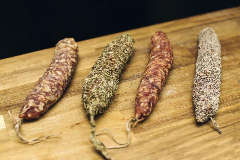 Variedad de salchichas secadas francesas de Auvergne fotos de archivo libres de regalías