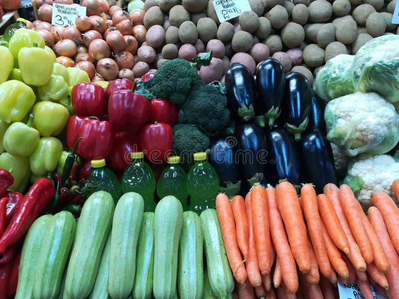 Variedad de verduras para la venta fotos de archivo