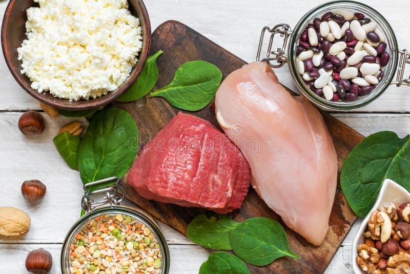 Variedade da fonte natural saudável da proteína e do alimento do body building Vista superior imagens de stock royalty free