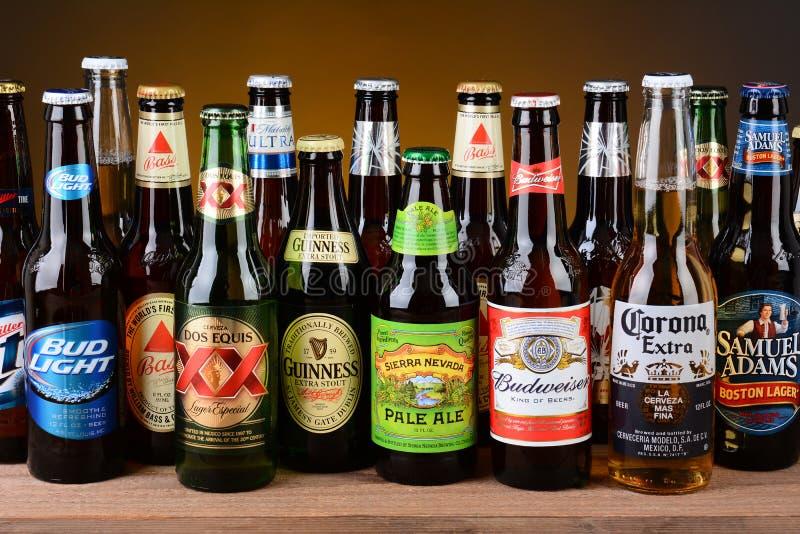 Variedade de únicas garrafas de cerveja