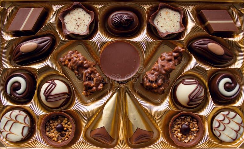 Variedade de doces de chocolate Caixa luxuoso dos chocolates fotografia de stock