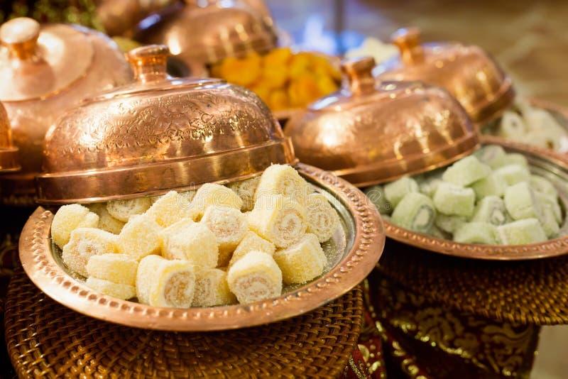 Variedade de loukoum e de frutos secos foto de stock