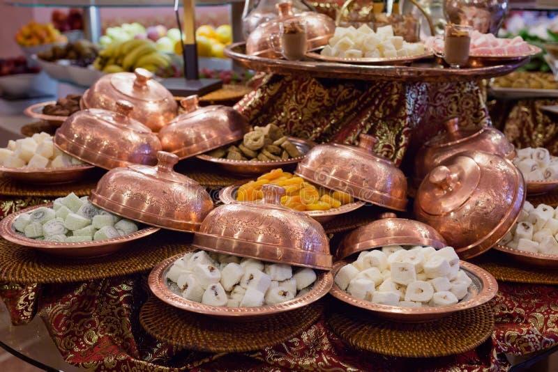 Variedade de loukoum e de frutos secos imagem de stock royalty free