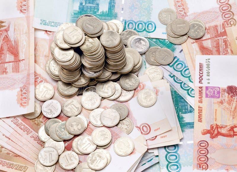 Variedade de moedas e de notas de banco imagem de stock