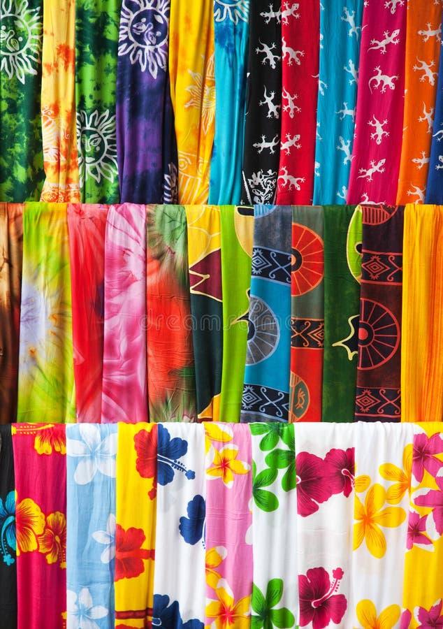Variedade de sarongs coloridos fotos de stock