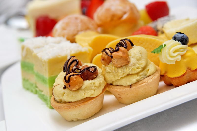 Variedade de sobremesas e de pastelarias deliciosas imagem de stock royalty free