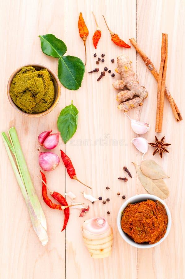 Variedade do alimento tailandês que cozinha ingredientes e pasta de tailandês imagens de stock royalty free
