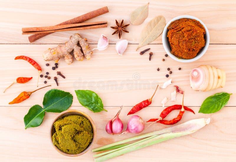 Variedade do alimento tailandês que cozinha ingredientes e pasta de tailandês imagens de stock