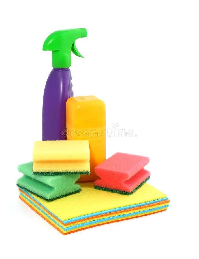 Variedade dos meios para a limpeza isolados no branco fotografia de stock royalty free