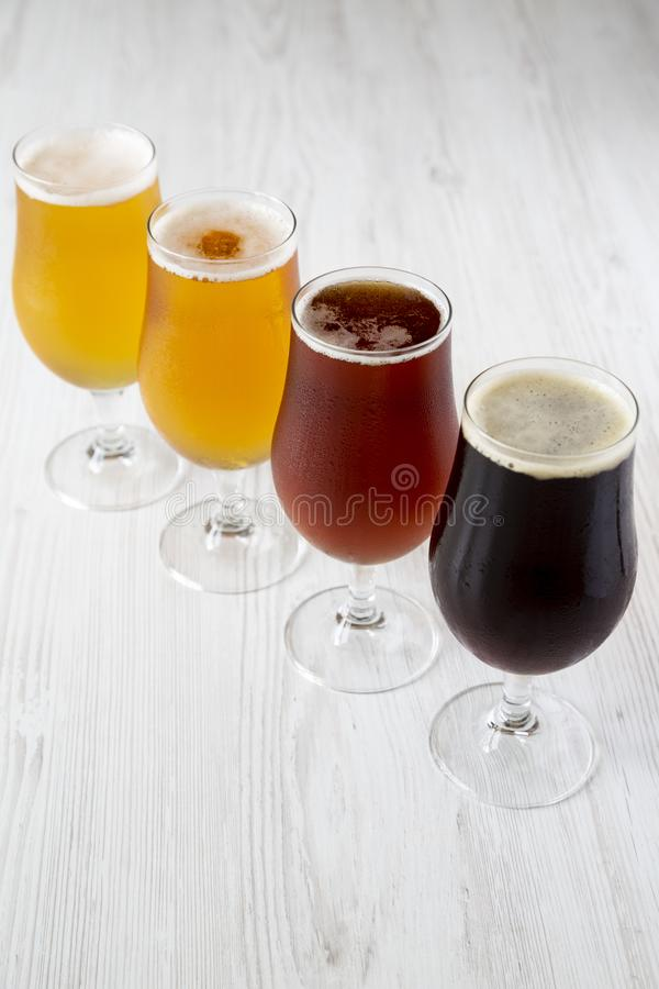 Variedade fria da cerveja do of?cio, vista lateral imagem de stock