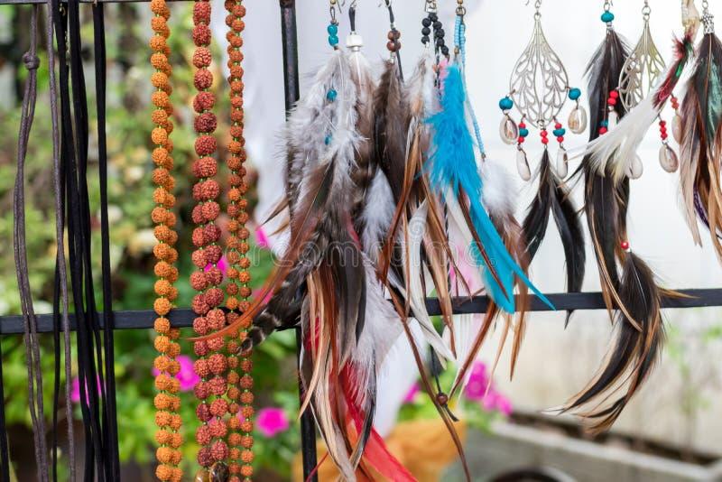 Variery degli accessori differenti della donna su un mercato fatto a mano di Bali Bali, Indonesia immagini stock libere da diritti