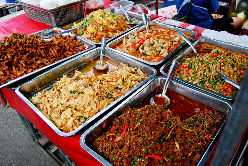 Varietà di alimento tailandese nel servizio fotografia stock libera da diritti