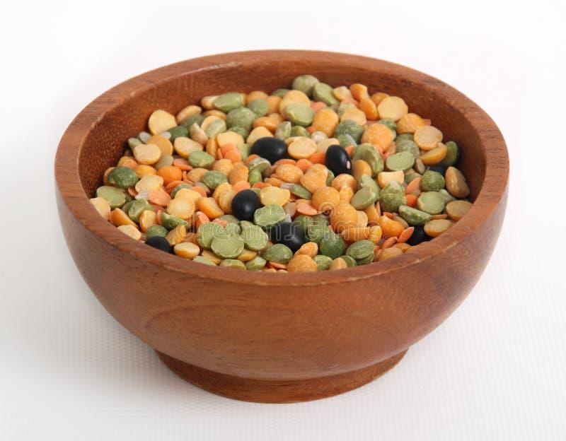 varietà di lenticchie in una ciotola fotografia stock
