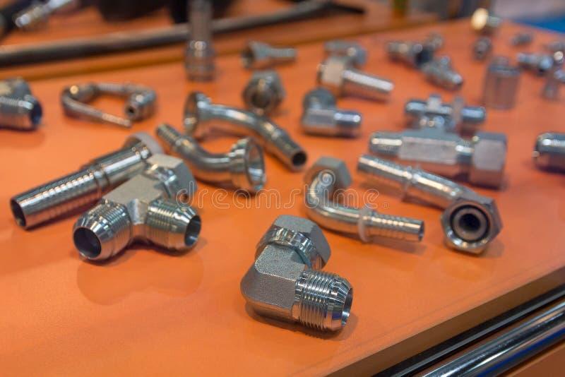 Varietà di montaggi del metallo per acqua sul contatore immagine stock libera da diritti