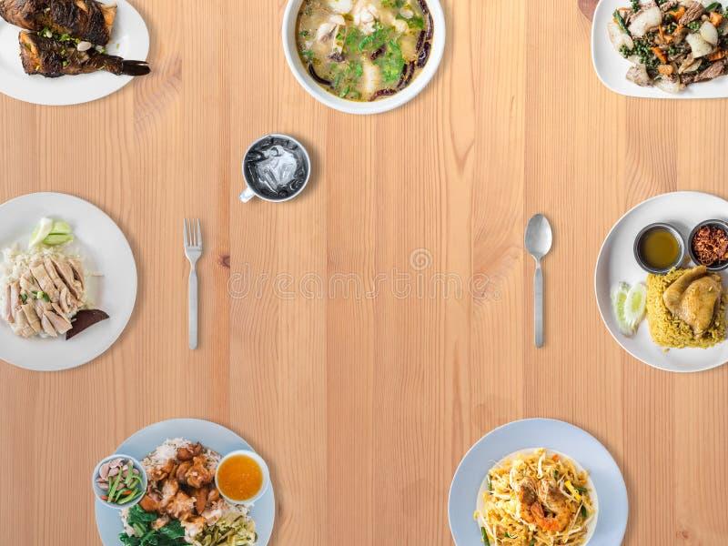 Varietà di piatti tailandesi di tradizione fotografie stock libere da diritti
